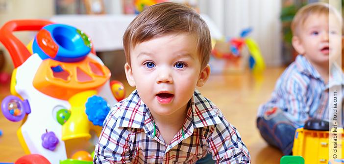 spielendes Kind Babymarkt