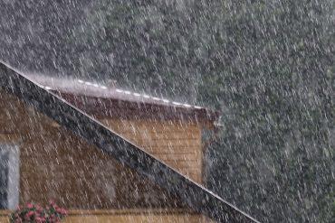 Starkregen beim Haus