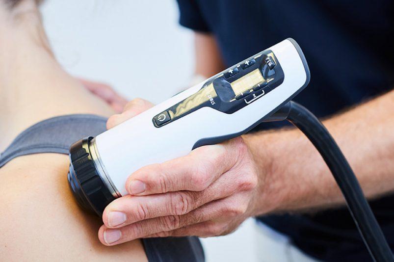 Fersensporn, Tennisarm oder Sportverletzungen - Wann hilft eine Stoßwellentherapie?
